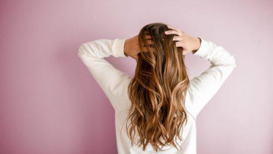 Le top des 5 astuces pour bien hydrater ses cheveux !
