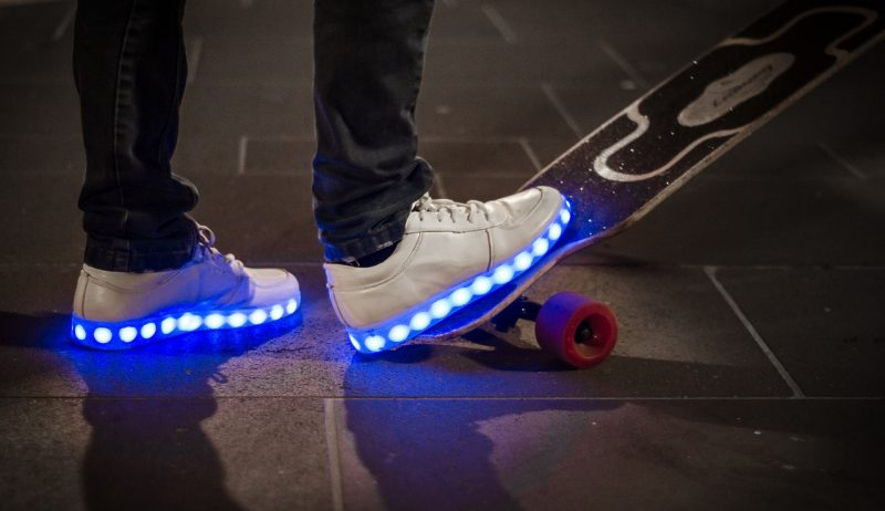 Les chaussures LED des chaussures lumineuses toujours tendance