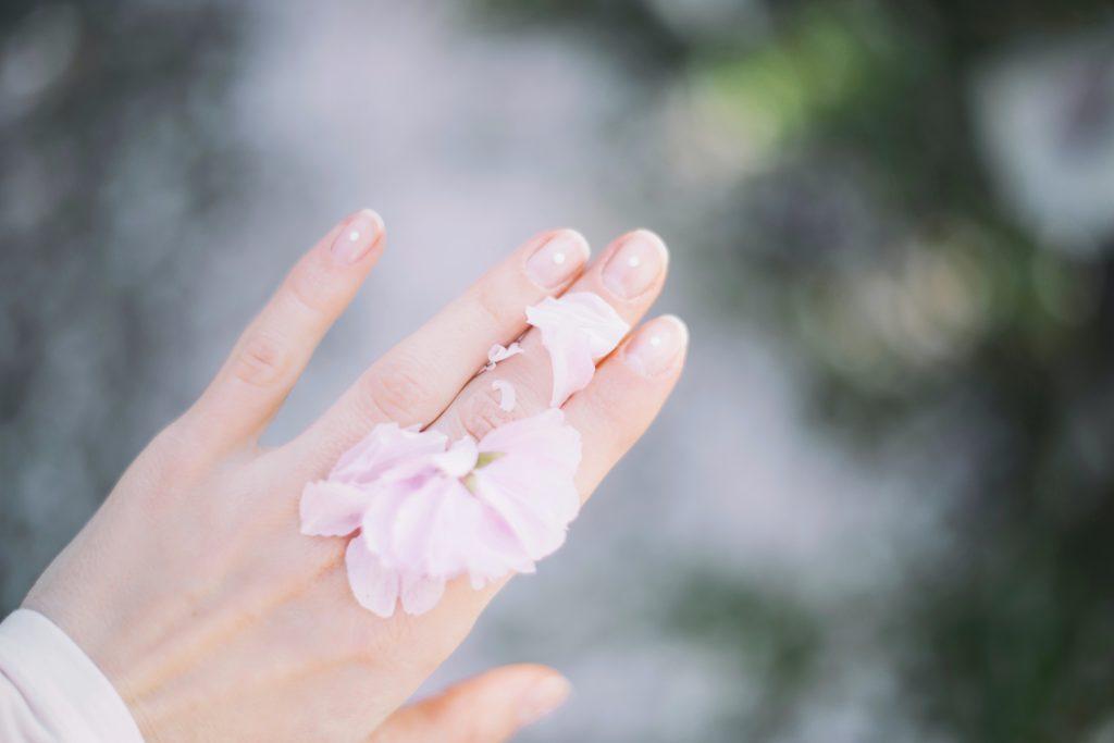 tache blanche sur les ongles