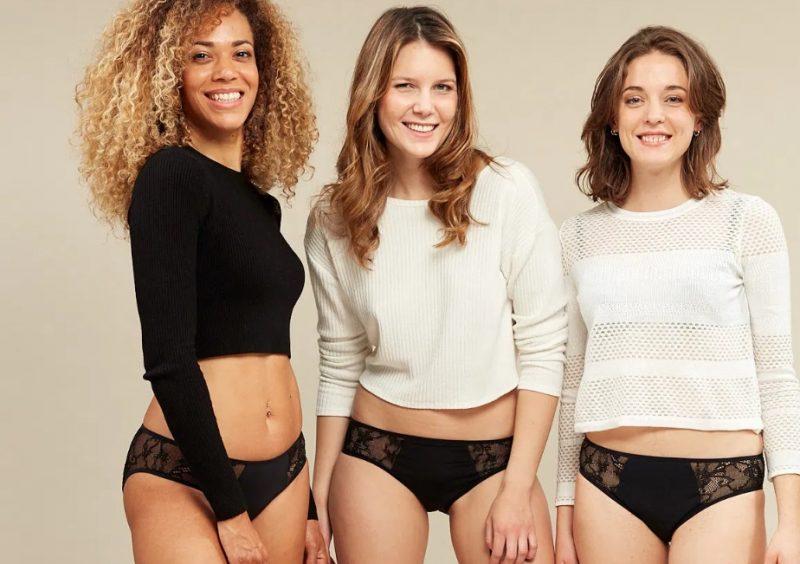 Femmes en sous vêtements