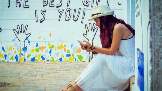 Que porter avec une robe blanche en été ?