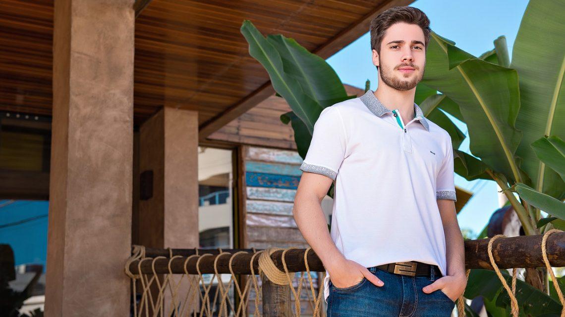 Le polo manche courte, le vêtement homme incontournable durant l'été