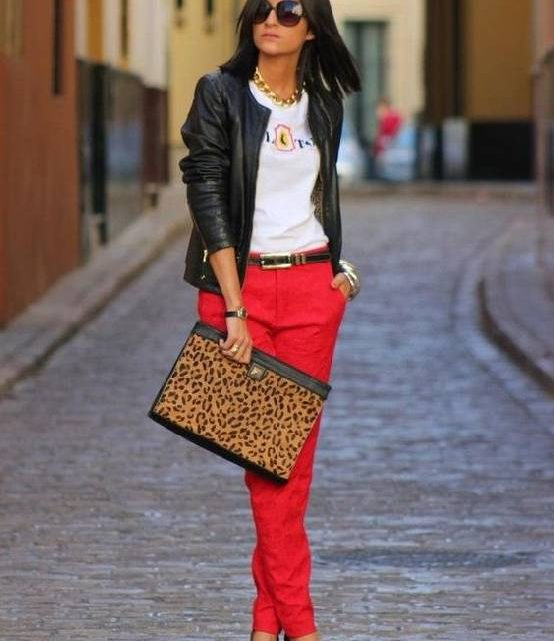 Comment porter un pantalon rouge ?