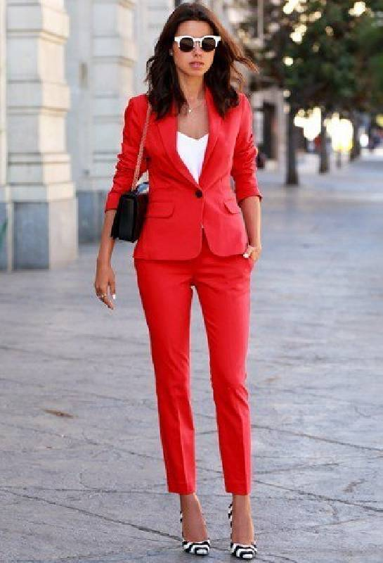 tailleur rouge