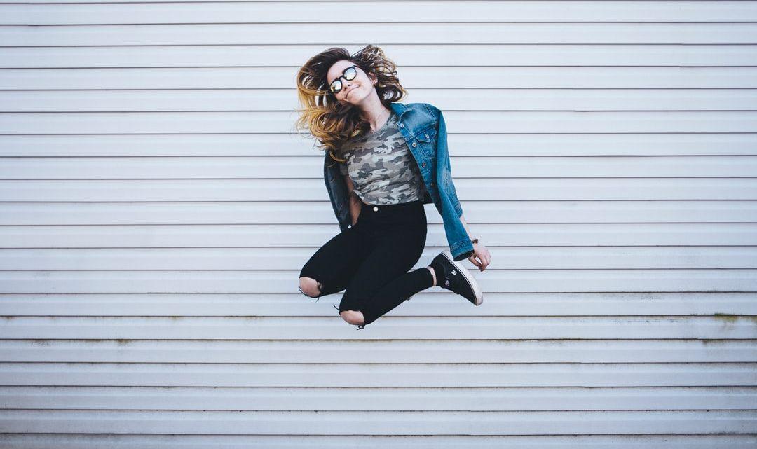Tenue avec un pantalon noir : 40 idées de look avec cette pièce basique